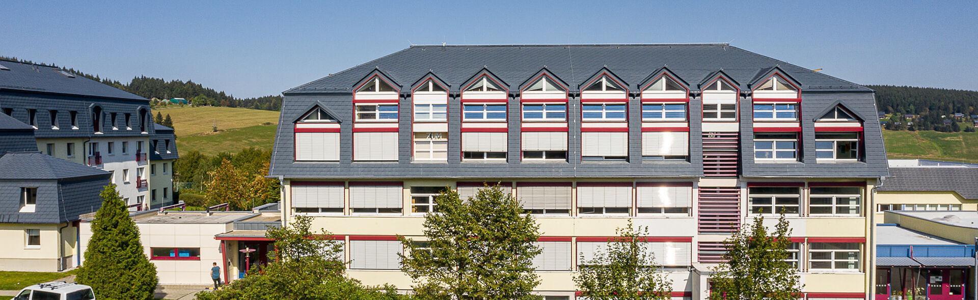 Eliteschule Oberwiesenthal Gymnasium Sportinternat Ausbildungszentrum Alpin Biathlon Rennschlitten Nordische Kombination Skilanglauf Skisprung Sportinternat Oberschule
